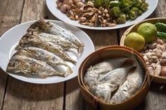Le prik de nam de cuisine ou la pâte thaïlandais de piment se mélange photos stock