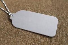 Le prix à payer de papier gris accrochant sur le velours brun avec l'espace de copie pour un certain texte, font de la publicité, Image libre de droits