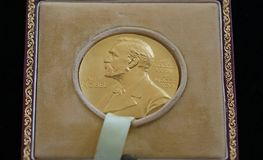 Le prix Nobel de George Emil Palade - donné dans la ROM de Bucarest image stock