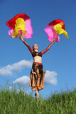 Le procès s'usant de femme danse avec des ventilateurs de voile Image stock