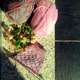 Le processus du tricotage Photo libre de droits