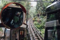 Le prochain monorail pour prennent des touristes jusqu'au dessus de la colline de Penang chez George Town Penang, Malaisie Images libres de droits