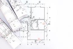 Le projet architectural, modèle roule sur le plan Images stock