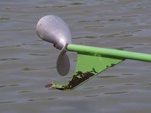 Le propulseur a attendu l'eau tak le bateau en avant Photos libres de droits