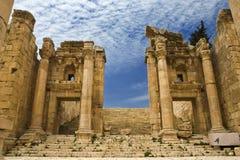 Le Propylaea dans Jerash Photographie stock libre de droits