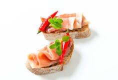 Le Prosciutto ouvert a fait face à des sandwichs Photos libres de droits