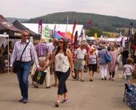 Le public appréciant le Salon Agricole Royal du Pays de Galles image stock