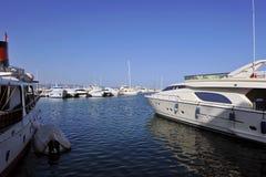 Le Puerto célèbre Banus à Marbella, Costa del Sol, Espagne Photos stock