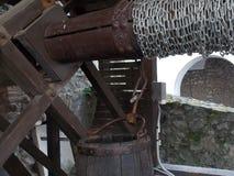 Le puits est vieux dans le château photographie stock libre de droits