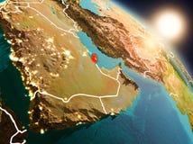 Le Qatar de l'espace pendant le lever de soleil illustration libre de droits