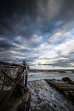 le quai côtier d'aviv oscille l'hiver de téléphone de mer Photographie stock libre de droits