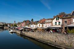 Le quai des restaurants à Amiens dans les Frances Photos libres de droits
