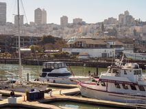 Le quai du pêcheur du pilier 39 à San Francisco, qui est une tache de touristes célèbre Photos libres de droits
