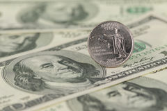 Le quart d'état d'Hawaï sur cent billets d'un dollar se ferment  image libre de droits