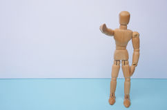LE QUEREMOS - maniquí de madera, marioneta, puntos su finger en usted con el copyspace Puede ser utilizado para el concepto del n Fotos de archivo libres de regalías