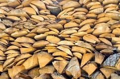 le règlage de bois de chauffage de pin s'est plié images stock
