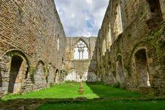 Le réfectoire à l'abbaye d'Easby photos stock