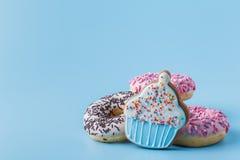 Le régime déséquilibré traite des biscuits et des butées toriques photographie stock libre de droits
