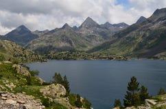 Le réservoir de Respomuso autrefois un lac naturel de montagne, ou le ³ n, le ³ n, Pyrénées d'ibà d'Aragà s'étendent Image stock
