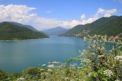 Le réservoir de Zhinvali (la Géorgie) Photographie stock