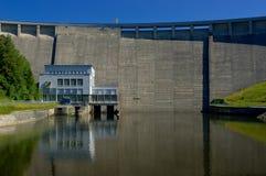 Le réservoir et la centrale d'énergie hydraulique photos libres de droits