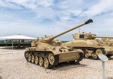 Le réservoir français AMX 13 se trouve sur le chantier commémoratif près du musée blindé de corps dans Latrun, Israël photo stock