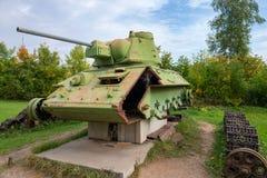 Le réservoir soviétique T-34 sous la reconstruction Photos stock