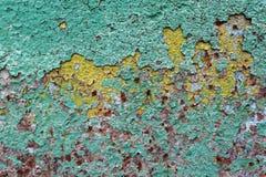 Le résumé a corrodé la peinture artistique rouillée d'épluchage de mur de papier peint de fer grunge coloré de fond Photographie stock