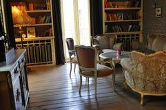 le Rétro-type a décoré la pièce avec ambiant relaxed Photo libre de droits