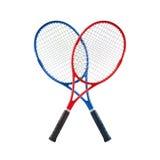 Le racchette di tennis blu e rosse hanno isolato il bianco Immagini Stock