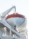 Le radeau de sauvetage sauvent des durées pendant l'accident en mer photographie stock