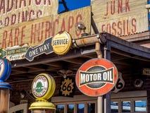 Le radiateur jaillit boutique de cadeaux chez Carsland, parc d'aventure de Disney la Californie Image libre de droits