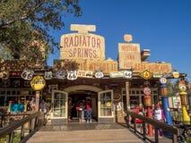 Le radiateur jaillit boutique de cadeaux chez Carsland, parc d'aventure de Disney la Californie Images stock