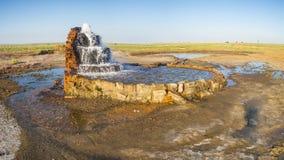 Le radon jaillit au fond de la mer d'Aral ratatinée Photos libres de droits