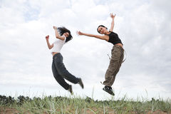 Le ragazze che saltano nella sosta Fotografia Stock Libera da Diritti