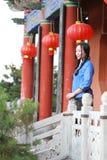Le ragazze cinesi asiatiche indossano i vestiti dello studente in Repubblica Cinese Fotografia Stock Libera da Diritti