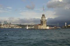 Le ragazze si elevano, Costantinopoli, città e mare immagine stock
