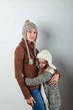 Le ragazze si sono vestite nelle cose lavorate a maglia Fotografia Stock Libera da Diritti