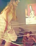 Le ragazze superano gli ostacoli dalla corda Fotografia Stock Libera da Diritti