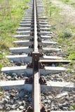 Le rail rouill? simple allant aux minerais extraient images stock