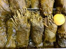 Le raisin frais part au marché de bazar habituellement utilisé pour la nourriture turque Dolma photo libre de droits