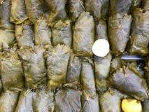 Le raisin frais part au marché de bazar habituellement utilisé pour la nourriture turque Dolma photographie stock libre de droits