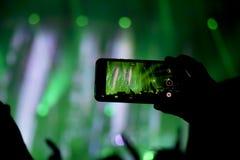 Le rassemblement de la mémoire numérique desserre la capacité d'être présent photos libres de droits