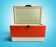 Le refroidisseur ouvert 3d rouge de réfrigérateur de plage rendent sur le Ba bleu de gradient illustration stock
