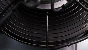 Le refroidisseur puissant de serveur de plan rapproché tourne et une plus basse température banque de vidéos