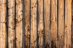 Le regard d'un mur en bois des conseils, une belle texture, un village photo stock