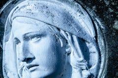 Le regard et les yeux de Vierge Marie Fragment de statue antique Religion, foi, concept de christianisme photographie stock