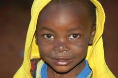 Le regard sur les visages des enfants de l'Afrique - village Pomeri Images stock