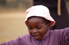 Le regard sur les visages des enfants de l'Afrique - village Pomeri Photographie stock