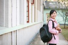 Le relevé de femme dans l'université Image libre de droits